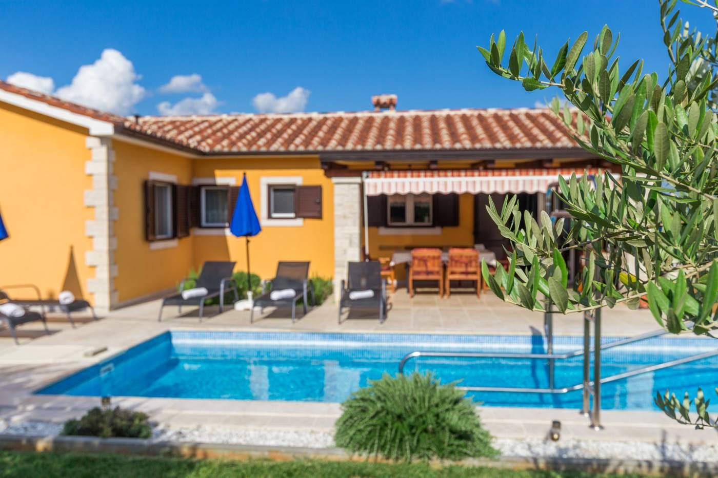 Villa Nataly A8